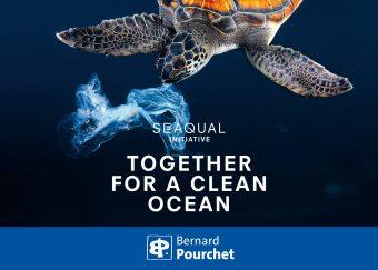 Artiste créateur d'œuvres d'art numériques imprimées sur support plastique marin recyclé SEAQUAL YARN